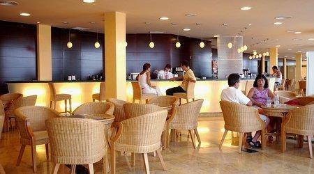 Café bar ATH Roquetas de Mar Hotel