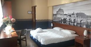 Suite ele green park hotel pamphili rome, italy