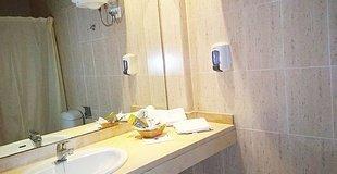 Double rooms (2 adults + 1 child) with an extra bed ele don ignacio hotel san josé, almería