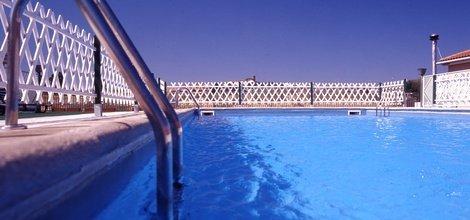 Outdoor swimming pool puerta de monfragüe hotel ele malpartida de plasencia