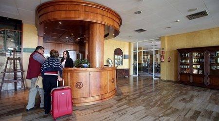 Reception Puerta de Monfragüe Hotel ELE