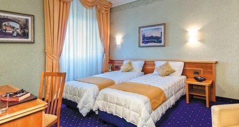 Family room ele green park hotel pamphili rome, italy