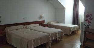 Standard triple room ele acueducto hotel segovia
