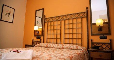 Triple room ele santa bárbara sevilla hotel seville