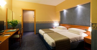 Triple room ele green park hotel pamphili rome, italy