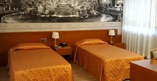 Basic room ele green park hotel pamphili rome, italy