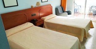 Double room with an extra adult bed ele don ignacio hotel san josé, almería
