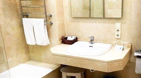 Bathroom ELE Acueducto Hotel
